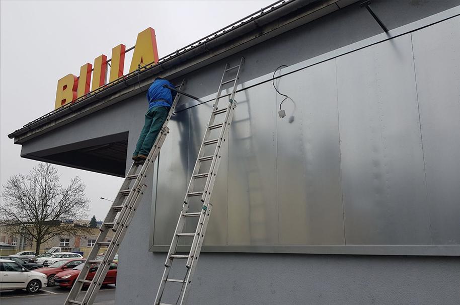 Nástěnný billboard 10,2 × 2,4 m