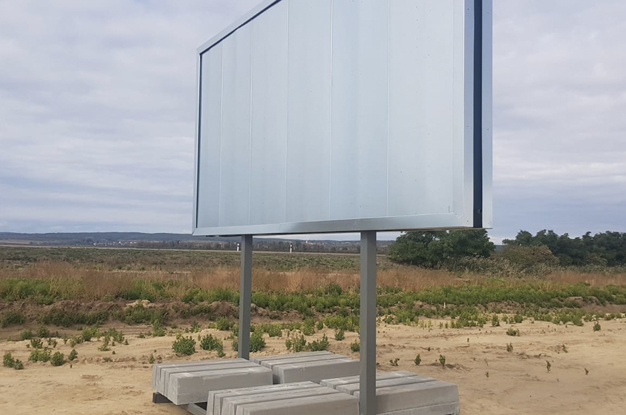 Mobilní oboustranný billboard 4 × 2 m