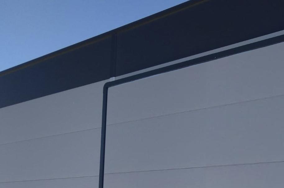 Nástěnný rám pro plachtu 10,2 × 2,4 m