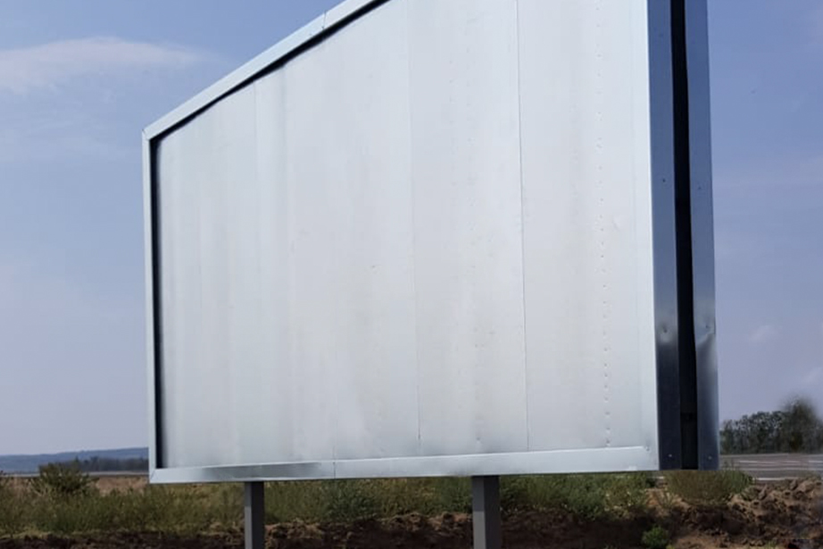 oboustranný zabetonovaný billboard 5,1×2,4 m