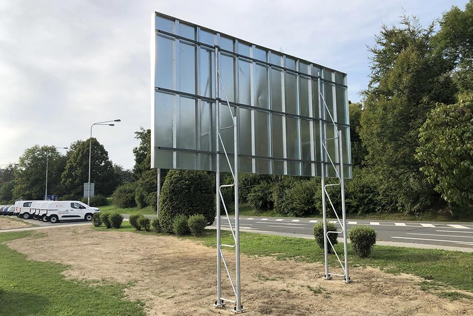 zabetonovaný billboard s příhradovou konstrukcí 5,1×2,4 m