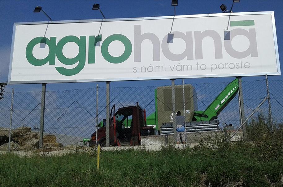 zabetonovaný billboard 10,2×2,4 m